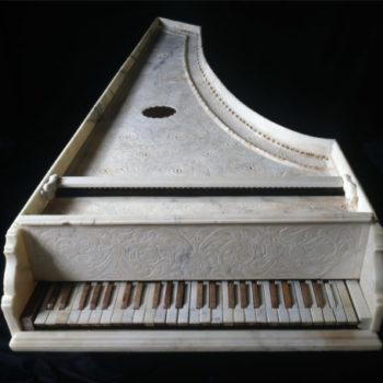 Antico strumento musicale