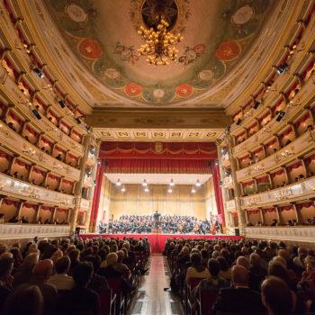 Il Teatro comunale Luciano Pavarotti di Modena