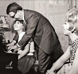 La bambina sotto il pianoforte: un libro di Micaela Magiera