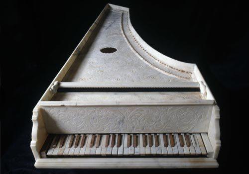 Antico-strumento-musicale