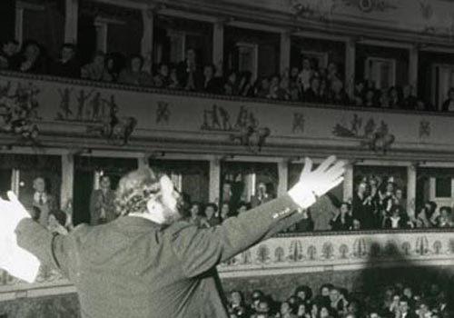 Luciano-Pavarotti-Teatro-la-storia-500x350